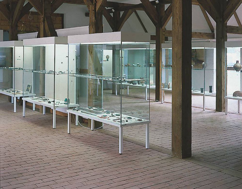 bildergalerie ganzglas vitrinen st vitrinen. Black Bedroom Furniture Sets. Home Design Ideas