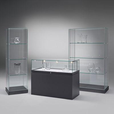 Glasvitrinen in Ganzglas-Bauweise