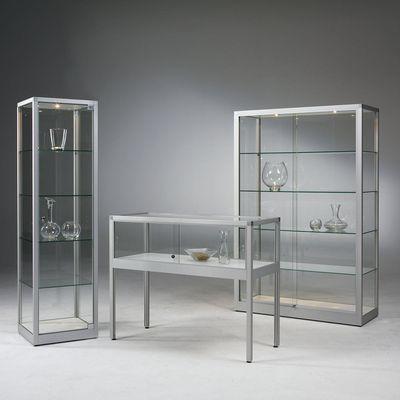 Glasvitrinen aus der VERTUM-Serie