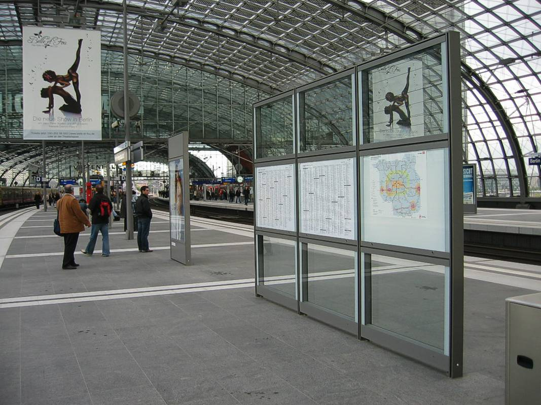 Hauptbahnhof Berlin Schaukasten & City-Light-Poster