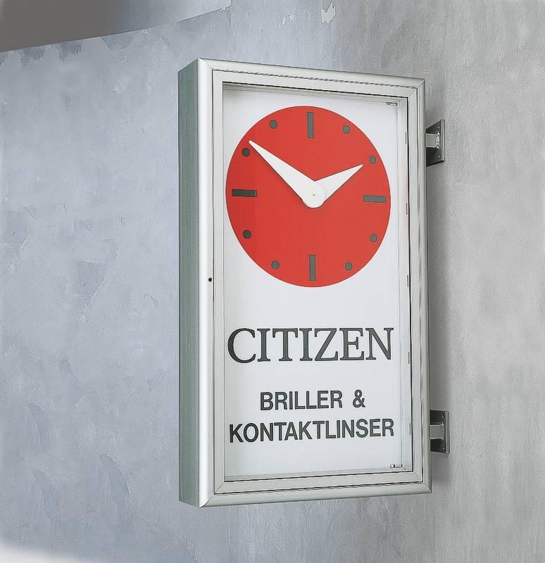Fassadenuhr als zweiseitige Uhr zur Wandmontage mit kleiner Werbefläche (U24.6)