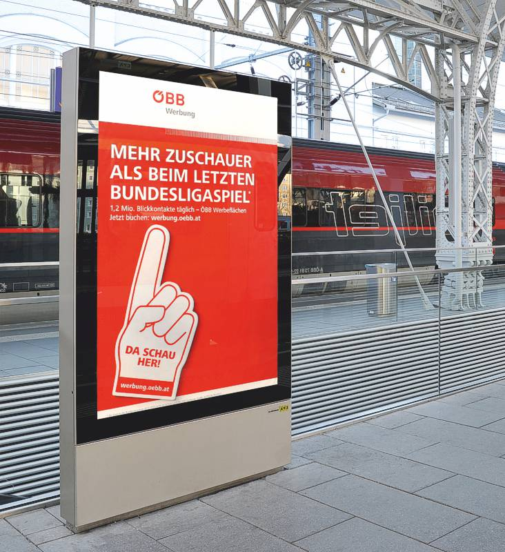 CLP Werbevitrine im Bahnhof