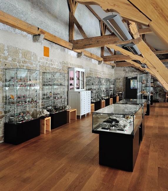 Schrank-, Tisch und Säulenvitrine in Ganzglasbauweise