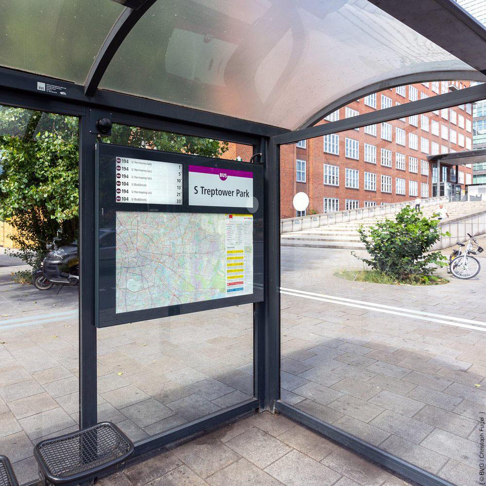 Dynamische Fahrgastinformation ÖPNV-Wartehalle mit 21,5 Zoll Monitor