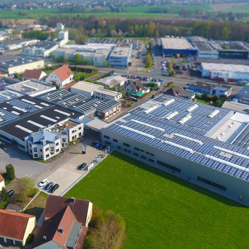 Luftaufnahme vom Firmengelände und -gebäude in Bielefeld
