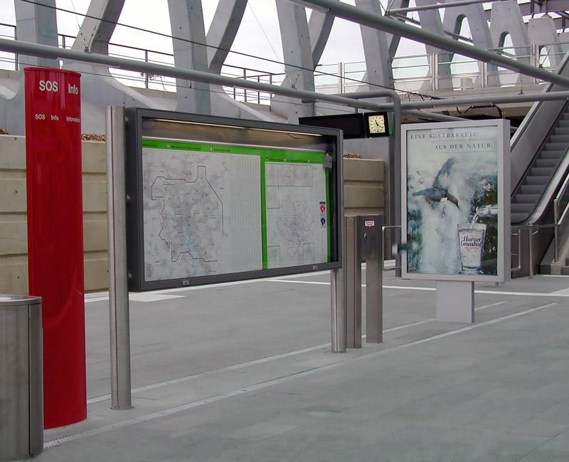 Fahrgastinfo und City-Light-Poster