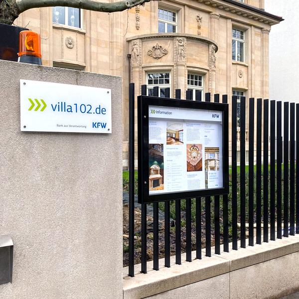 KfW Villa 102 FFM Schaukasten Außenbereich