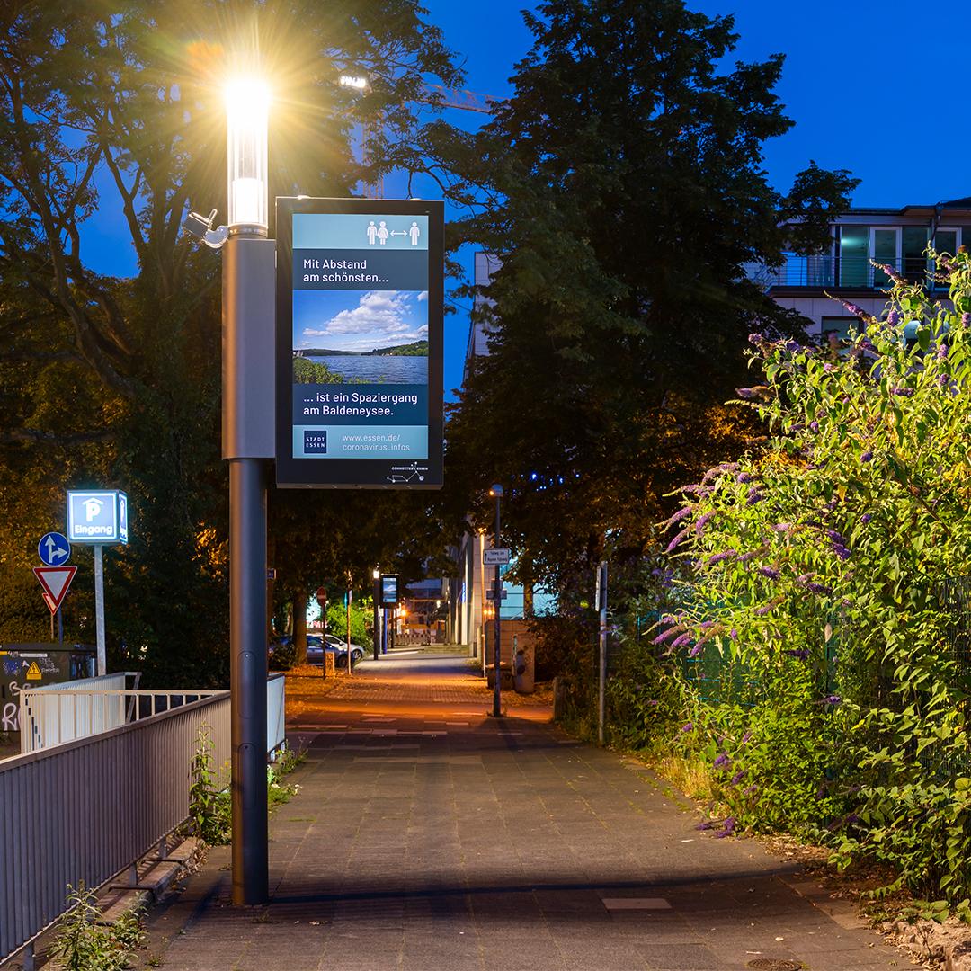 Intelligente Digital Signage Straßenbeleuchtung